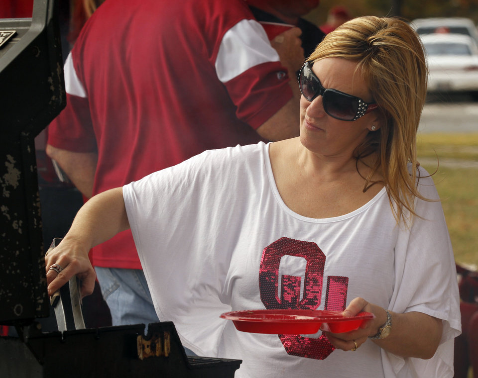 Shannon Edwards, Oklahoma City, tailgates before the college football game between the University of Oklahoma Sooners (OU) and the Baylor University Bears (BU) at Gaylord Family-Oklahoma Memorial Stadium in Norman, Okla., Saturday, Nov. 10, 2012.  Photo by Steve Sisney, The Oklahoman