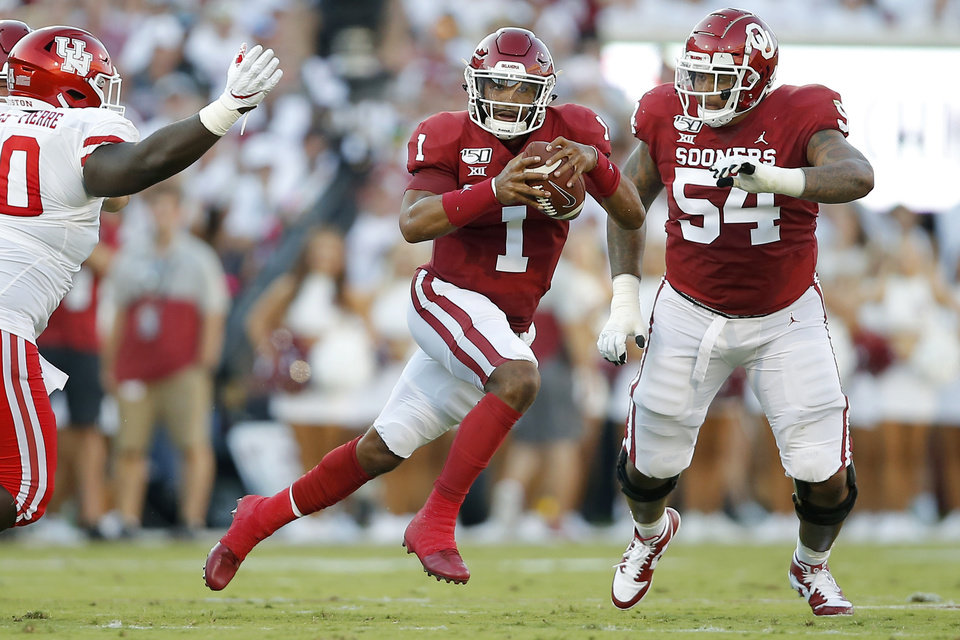 Photo - Oklahoma's Jalen Hurts (1) carries the ball during a college football game between the University of Oklahoma Sooners (OU) and the Houston Cougars at Gaylord Family-Oklahoma Memorial Stadium in Norman, Okla., Sunday, Sept. 1, 2019. Oklahoma won 49-31. [Bryan Terry/The Oklahoman]