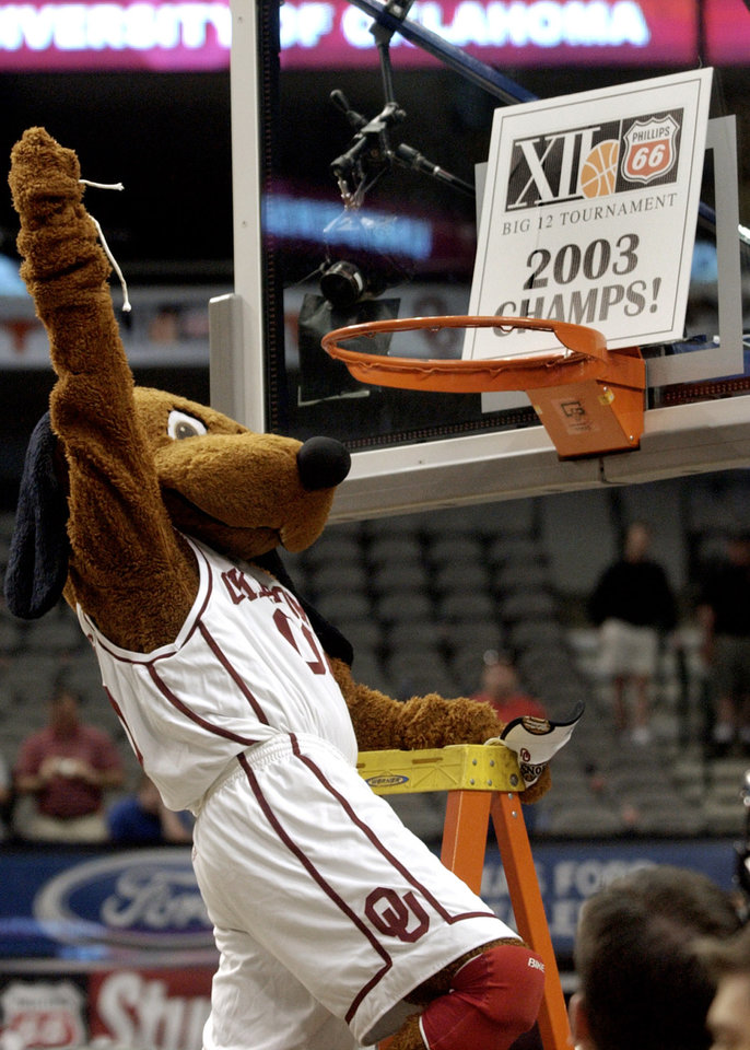 Photo - University of Oklahoma against the University of Missouri during the BIG 12 College Basketball Tournament championship game at American Airlines Center in Dallas, Sun., March 16, 2002.   The OU mascot Top Daug holds up a piece of the net  after OU won their third straight Big 12 Tournament Championship.  Staff photo by Bryan Terry