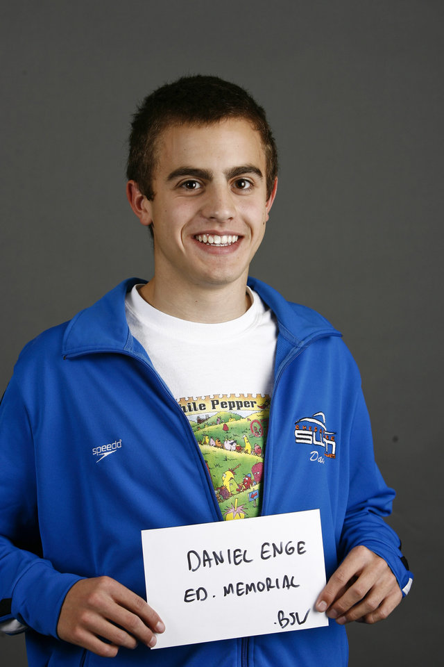 Photo - Edmond Memorial boys swimmer Daniel Enge poses for a mug during the winter high school sports photo day in Oklahoma City, Wednesday, Nov. 19, 2008. BY BRYAN TERRY, THE OKLAHOMAN ORG XMIT: KOD