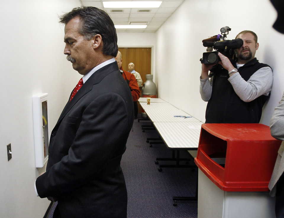 Photo -   Former Tennessee Titans head coach Jeff Fisher, left, waits to walk to the microphone to address the media during an NFL football news conference at the team's headquarters on Friday, Jan. 28, 2011, in Nashville, Tenn. The Titans announced on Thursday that Fisher will not remain as head coach. (AP Photo/Mark Humphrey)