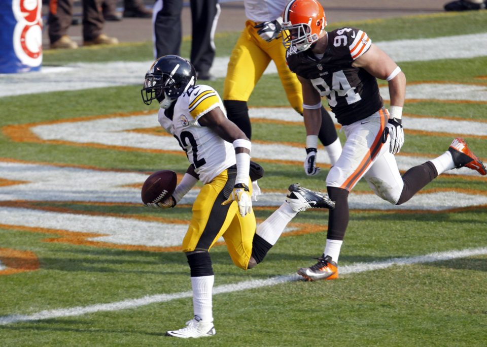 Photo -   Pittsburgh Steelers running back Chris Rainey beats Cleveland Browns defensive end Auston English (94) to the goal line on a 1-yard touchdown in the second quarter of an NFL football game on Sunday, Nov. 25, 2012, in Cleveland. (AP Photo/Tony Dejak)