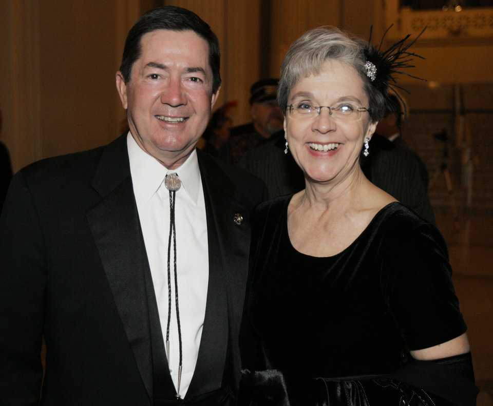 Photo - Oklahoma Attorney General Drew Edmondson and his wife, Linda, attend the Oklahoma Centennial Statehood Inaugural Ball, Saturday, Nov. 17, 2007, at the Guthrie Scottish Rite Masonic Center, in Guthrie, Okla. By Bill Waugh, The Oklahoman