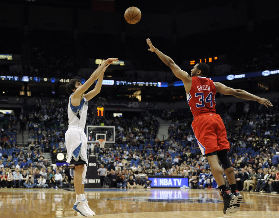 Minnesota Timberwolves' Ricky Rubio, left, of Spain, shoots over Los Angeles Clippers' Willie Green as he made his first start of the season after recovering from a torn ACL suffered last season, during the first half of an NBA basketball game on Thursday, Jan. 17, 2013, in Minneapolis. (AP Photo/Jim Mone)