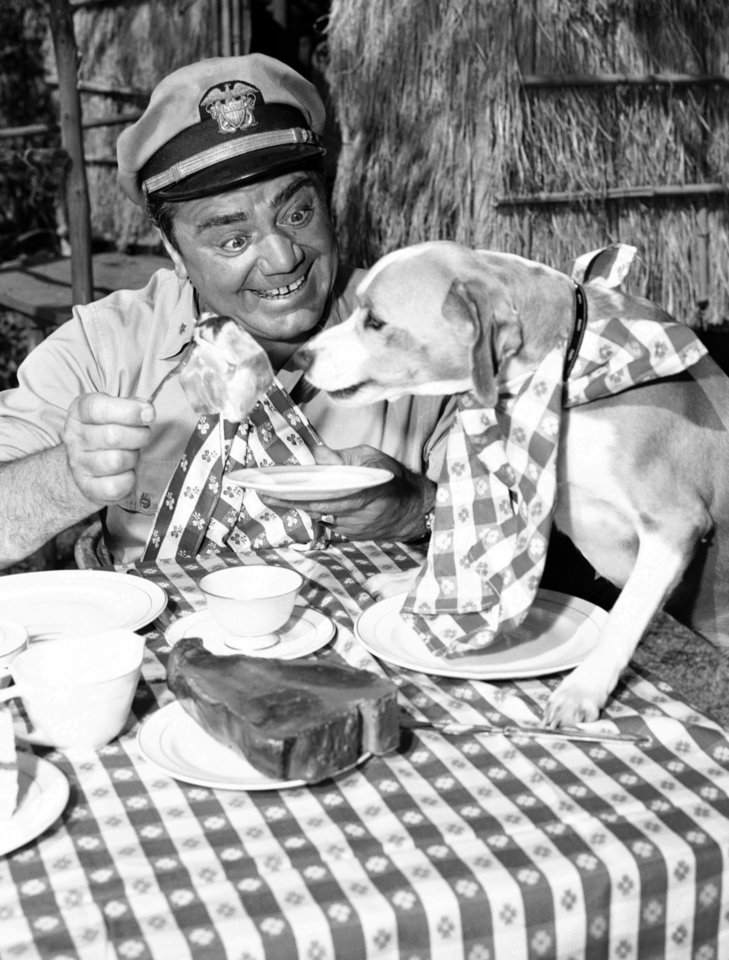 Photo -   FILE - In this April 4, 1963, file photo, Ernest Borgnine acts in a scene for ABC-TV's
