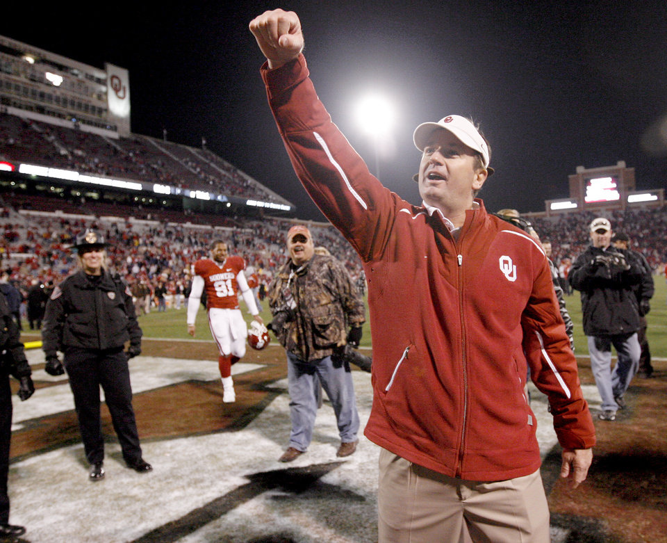 Photo - OU coach Bob Stoops celebrates after the college football game between the University of Oklahoma Sooners and Texas Tech University at Gaylord Family -- Oklahoma Memorial Stadium in Norman, Okla., Saturday, Nov. 22, 2008. BY BRYAN TERRY, THE OKLAHOMAN