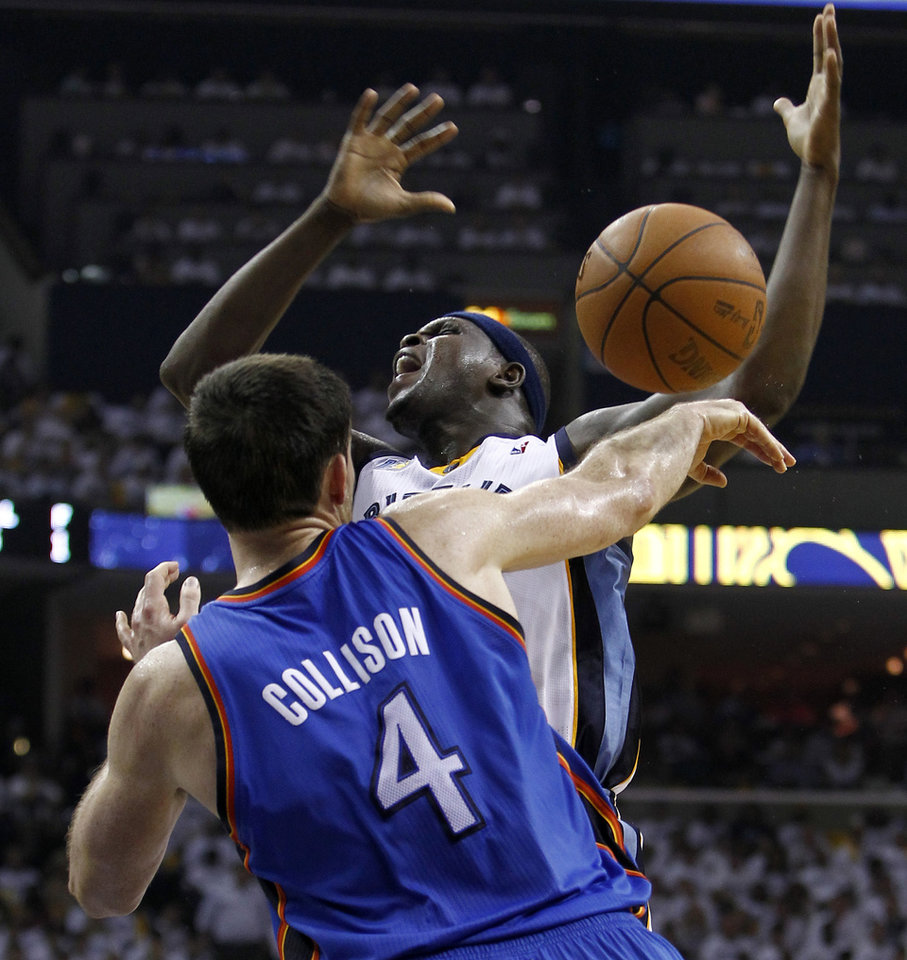 Photo - Oklahoma City Thunder forward Nick Collison (4) knocks the ball away from Memphis Grizzlies forward Zach Randolph during the first half of Game 4 of a second-round NBA basketball playoff series on Monday, May 9, 2011, in Memphis, Tenn. (AP Photo/Wade Payne)
