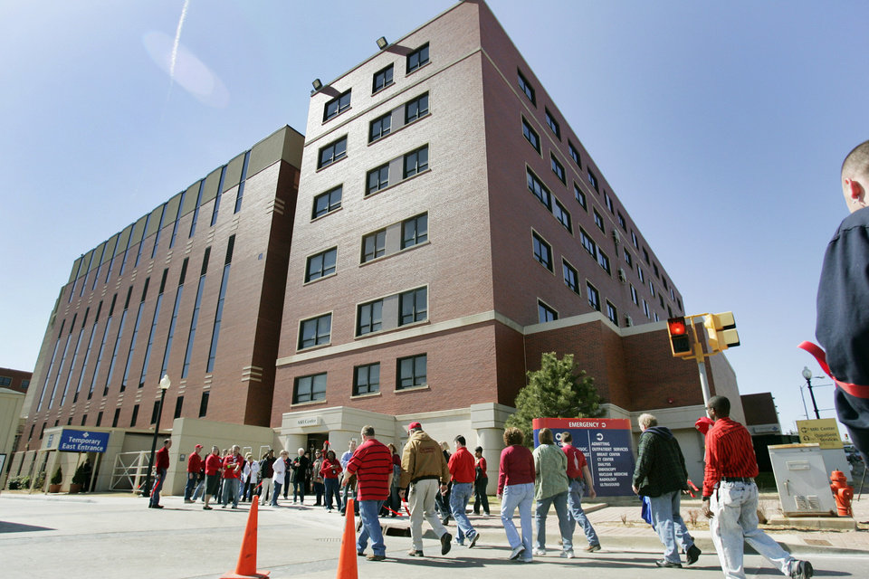 Participants arrive back to St. Anthony\'s hospital after the MidTown Walk Wed. Feb. 27, 2008 in Oklahoma city,OK. BY JACONNA AGUIRRE/THE OKLAHOMAN