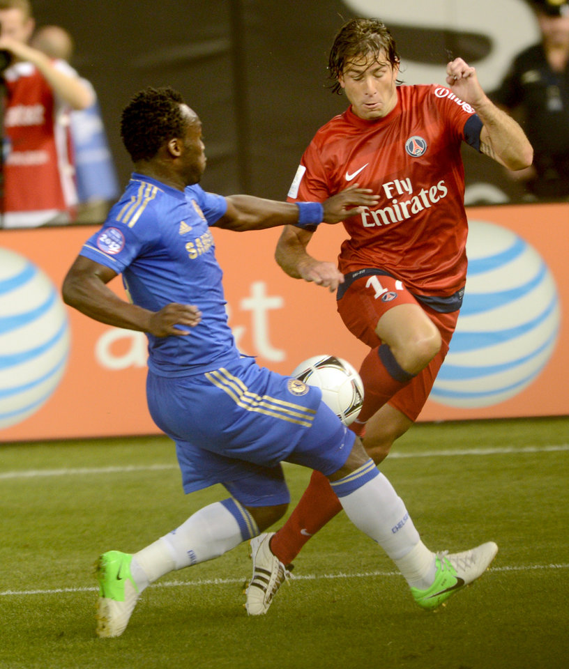 Photo -   Paris Saint-Germain's Maxwell, right, and Chelsea FC's Romelu Lukaku go for the ball during the second half of their soccer match at Yankee Stadium in New York, Sunday, July 22, 2012. The game ended in a 1-1 draw. (AP Photo/Henny Ray Abrams)
