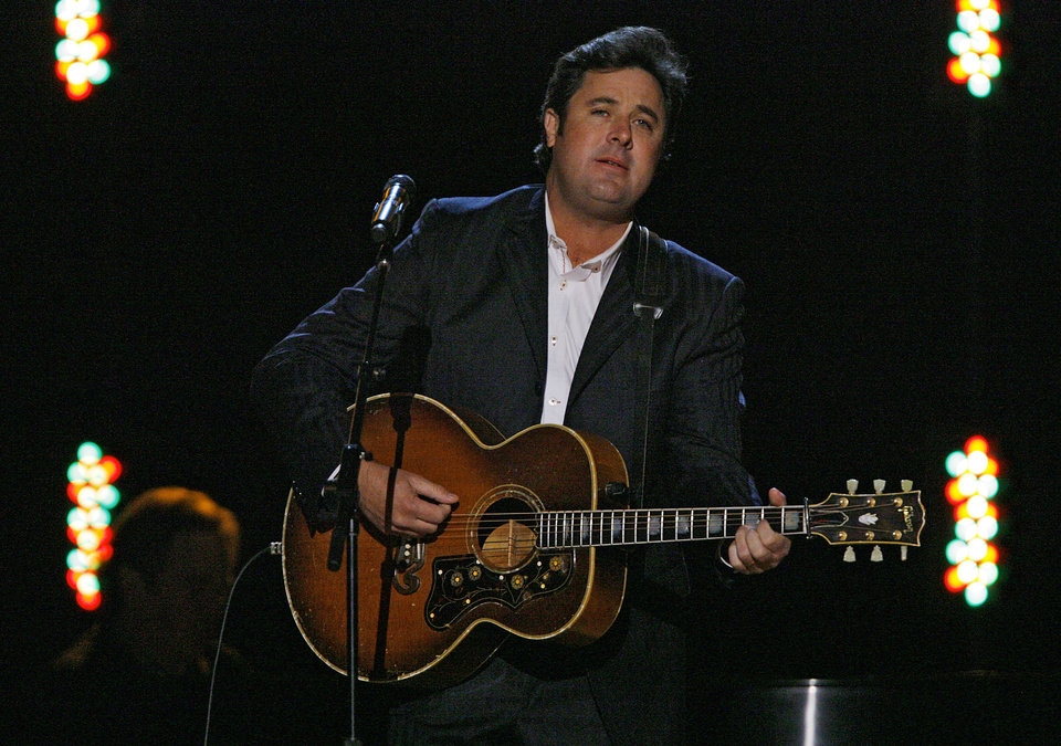 Photo - Vince Gill performs