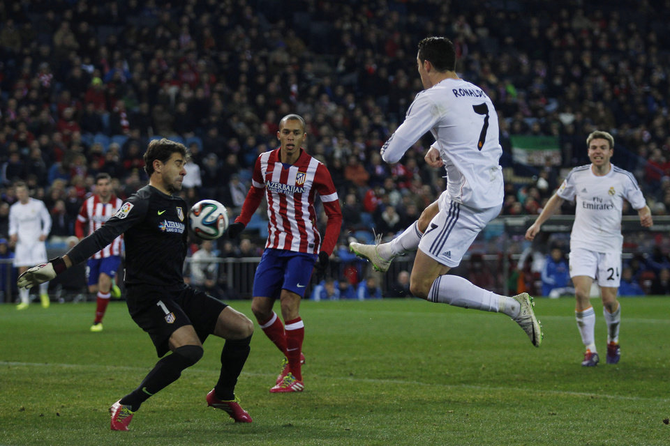 Photo - Real's Cristiano Ronaldo tries to score as he faces Atletico goalkeeper Daniel Aranzubia during a semi final, 2nd leg, Copa del Rey soccer derby match between Real Madrid and Atletico Madrid at the Vicente Calderon Stadium in Madrid, Tuesday Feb. 11 , 2014.  (AP Photo/Gabriel Pecot)
