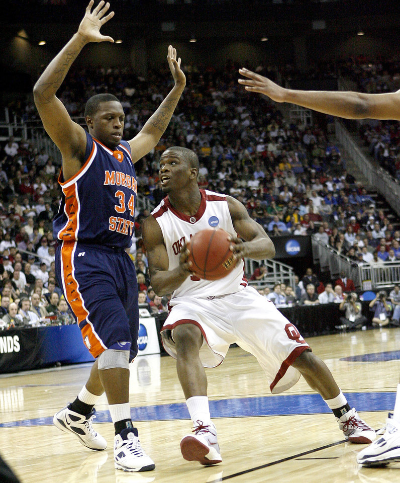 Photo - OU's Willie Warren drives around Morgan State's Ameer Ali during a first round game of the men's NCAA tournament between Oklahoma and Morgan State in Kansas City, Mo., Thursday, March 19, 2009.  PHOTO BY BRYAN TERRY, THE OKLAHOMAN