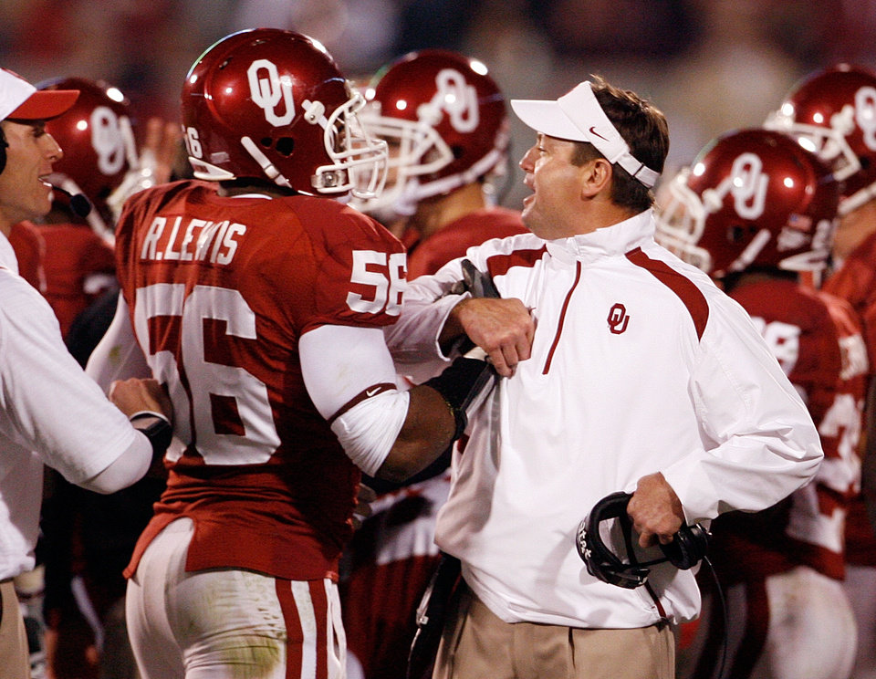 Photo - Ronnell Lewis is congratulated by head coach Bob Stoops after recovering an A&M fumble of the Sooner kickoff during the first half of the college football game between the University of Oklahoma Sooners (OU) and the Texas A&M at the Gaylord Familiy-Oklahoma Memorial Stadium on Saturday, Oct. 31, 2009, in Norman, Okla.