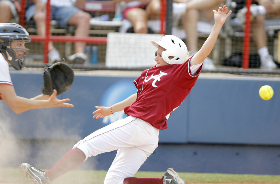 Photo - Alabama's Danie Woods is unable to beat the throw at home as Arizona's Callista Balko  forces her out in the fourth inning of the Women's College World Series game between Alabama and Arizona at ASA Hall of Fame Stadium in Oklahoma City, Saturday, May 31, 2008.  BY BRYAN TERRY, THE OKLAHOMAN