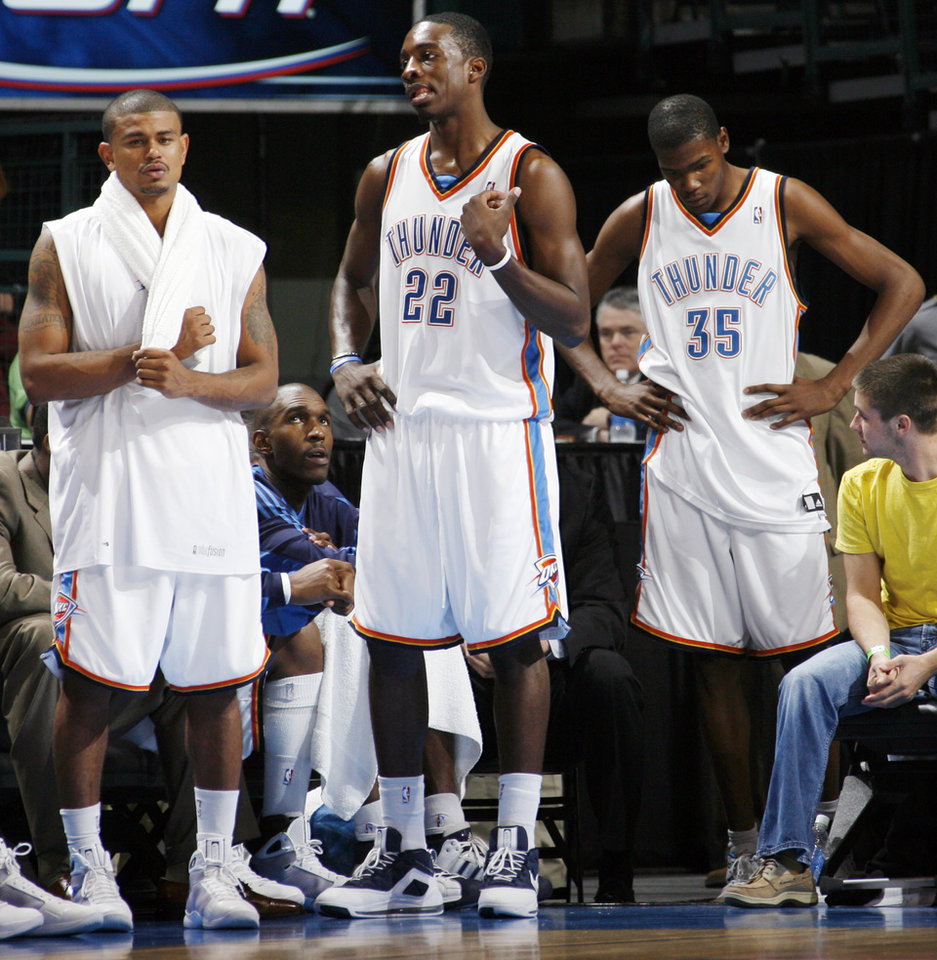 Photo - From left, Earl Watson, Jeff Green and Kevin Durant of the Thunder stand in the bench area late in the fourth quarter of the NBA basketball game between the Oklahoma City Thunder and the Los Angeles Clippers at the Ford Center in Oklahoma City, Wednesday, Nov. 19, 2008. The Clippers won. 108-88. BY NATE BILLINGS, THE OKLAHOMAN