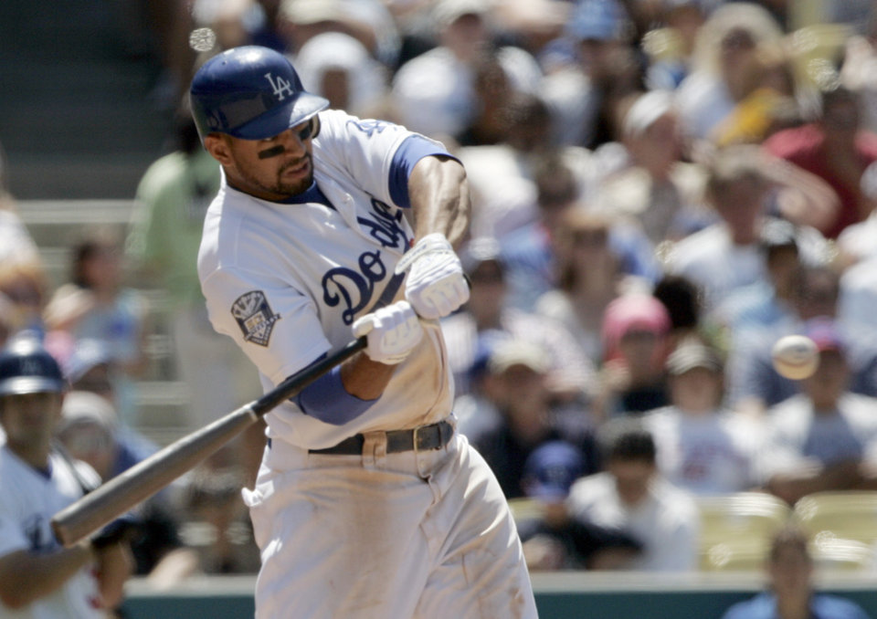 Photo - ** CORRECTS TO MATT NOT JEFF  ** Los Angeles Dodgers' Matt Kemp swings on a three-run home run in the seventh inning of a major league baseball game against the Chicago Cubs in Los Angeles on Saturday, June 7, 2008. (AP Photo/Reed Saxon) ORG XMIT: LAD103