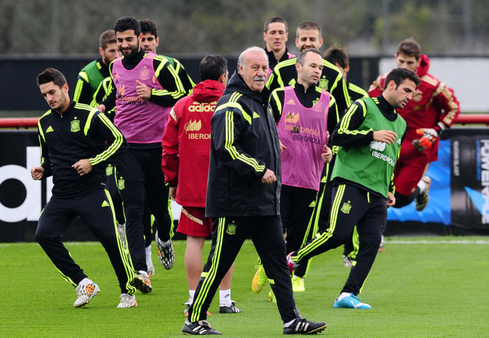 Photo - Spain's head coach Vicente del Bosque center, attends a training session at the Atletico Paranaense training center in Curitiba, Brazil, Friday, June 20, 2014. Spain play in group B of the Brazil 2014 World Cup. (AP Photo/Manu Fernandez)