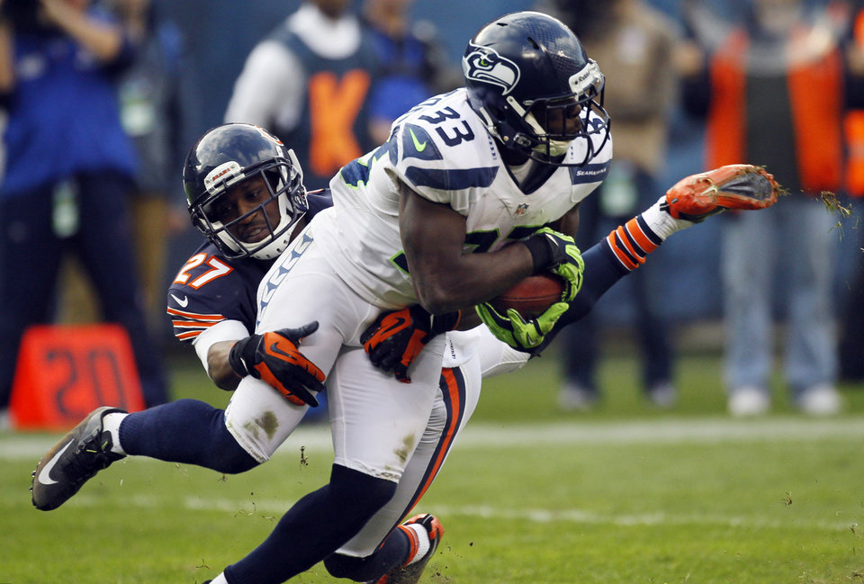 Photo - Seattle Seahawks running back Leon Washington (33) is tackled by Chicago Bears defensive back Sherrick McManis (27) in the second half of an NFL football game in Chicago, Sunday, Dec. 2, 2012. (AP Photo/Charles Rex Arbogast)