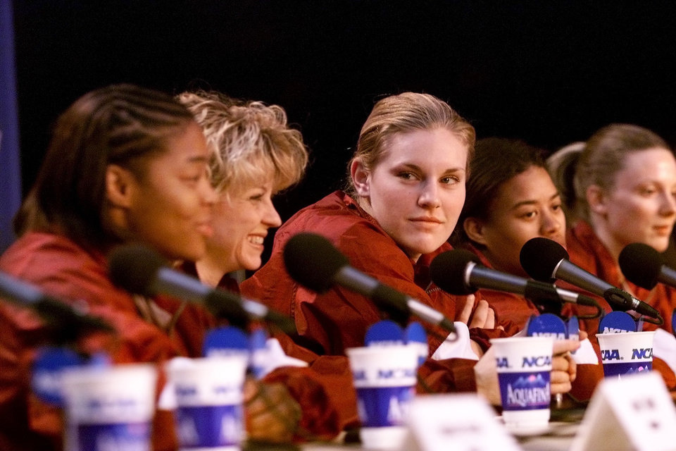 Photo - OU WOMEN'S COLLEGE BASKETBALL, NCAA TOURNAMENT: University of Oklahoma press conference for great eight in Boise, Idaho, March 24, 2002.  Left to right: Rosalind Ross, Sherri Coale, Caton Hill, LaNeishea Caufield and Stacey Dales. Staff photo by Doug Hoke.