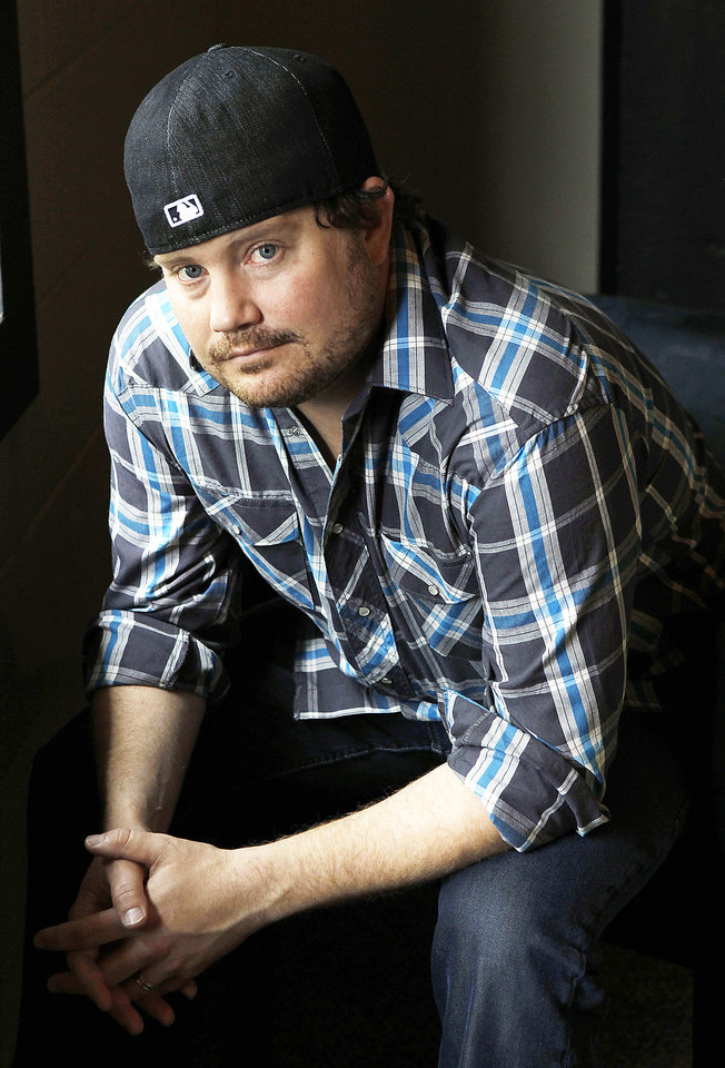 Photo - This Aug. 3, 2010 photo shows Randy Rogers, leader  of the Randy Rogers Band, in Nashville, Tenn. (AP Photo/Mark Humphrey) ORG XMIT: NYET427