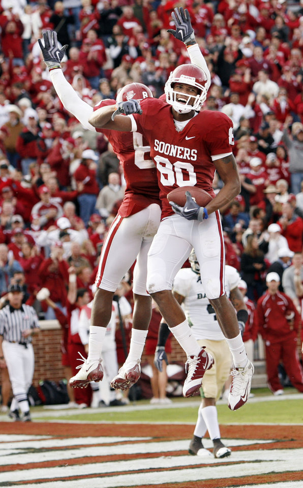 Photo - Adron tennell (80) celebrates a touchdown pass with teammate Brandon Caleb (8) during the second half of the college football game between The University of Oklahoma Sooners (OU) and the Baylor Bears at the Gaylord Family-Oklahoma Memeorial Stadium on Saturday, Oct. 10, 2009, in Norman, Okla.