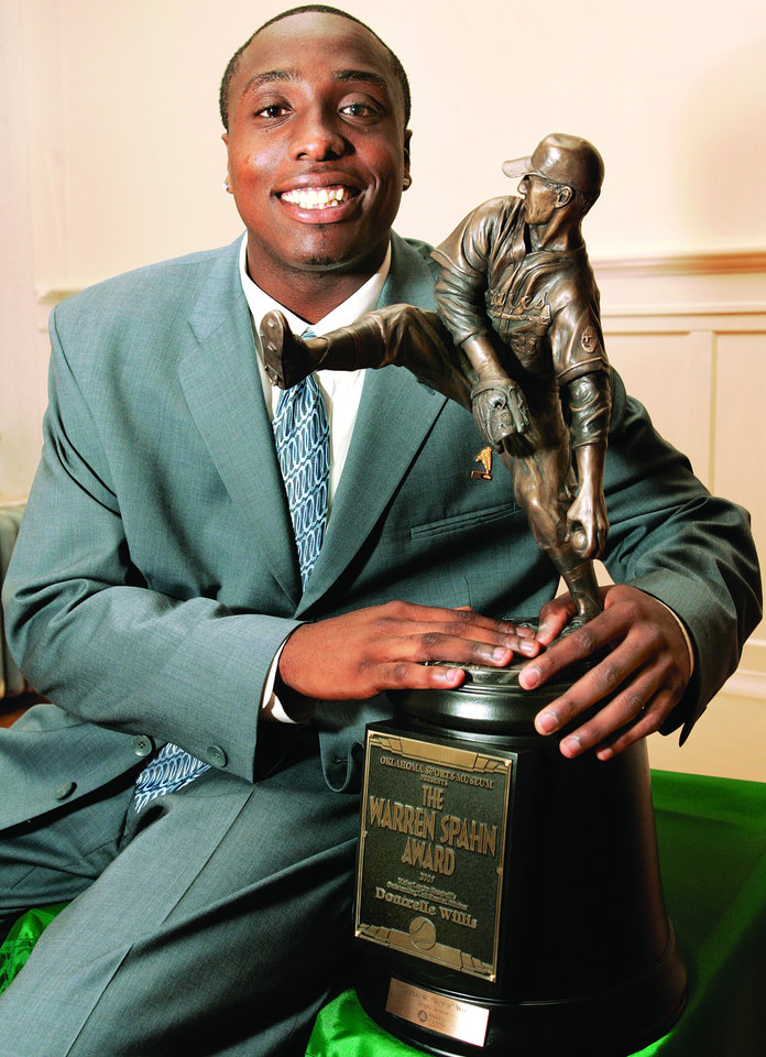 Photo - Dontrelle Willis is the 2005 recipient of the Warren Spahn Award. Photo by Steve Gooch, The Oklahoman Archive