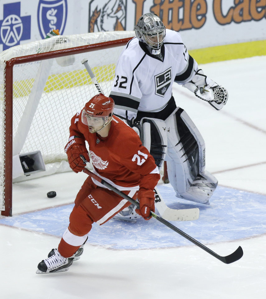 Photo - Detroit Red Wings left wing Tomas Tatar (21), of the Czech Republic, scores on Los Angeles Kings goalie Jonathan Quick (32) during the shootout period of an NHL hockey game in Detroit, Saturday, Jan. 18, 2014. (AP Photo/Carlos Osorio)