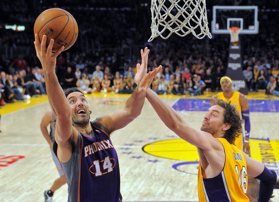 Photo -   Phoenix Suns forward Luis Scola, of Argentina, left, puts up a shot as Los Angeles Lakers forward Pau Gasol, of Spain, defends during the first half of their NBA basketball game, Friday, Nov. 16, 2012, in Los Angeles. (AP Photo/Mark J. Terrill)