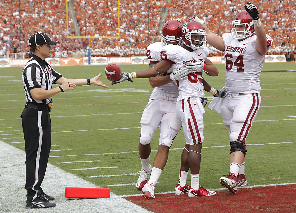 Photo - Oklahoma's Ryan Broyles (85) celebrates his touchdown with James Hanna (82) and Gave Ikard (64) during the Red River Rivalry college football game between the University of Oklahoma Sooners (OU) and the University of Texas Longhorns (UT) at the Cotton Bowl in Dallas, Saturday, Oct. 8, 2011. Photo by Chris Landsberger, The Oklahoman