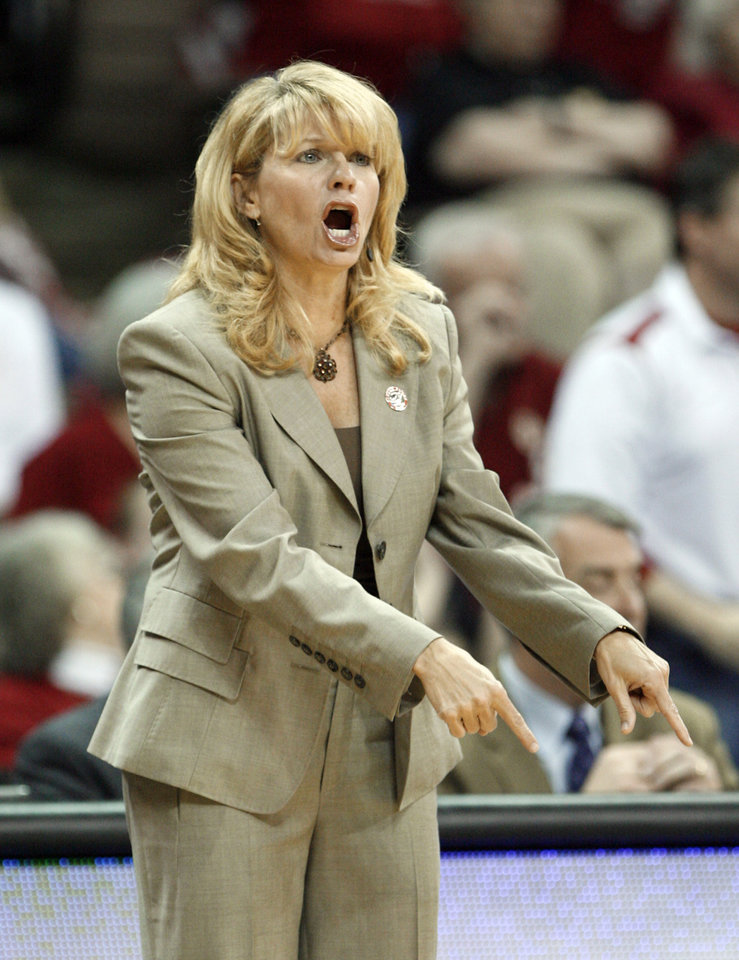 Photo - NCAA TOURNAMENT / WOMEN'S COLLEGE BASKETBALL: Head coach Sherri Coale gestures from the bench in the first half as the University of Oklahoma (OU) plays Georgia Tech in round two of the 2009 NCAA Division I Women's Basketball Tournament at Carver-Hawkeye Arena at the University of Iowa in Iowa City, IA on Tuesday, March 24, 2009.   PHOTO BY STEVE SISNEY, THE OKLAHOMAN ORG XMIT: KOD