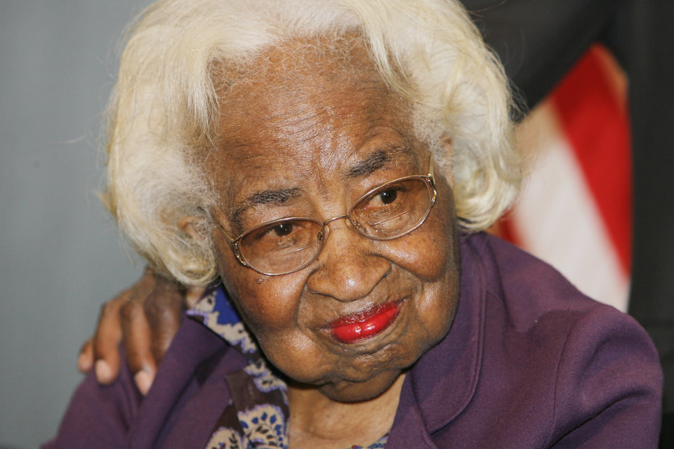Photo - CIVIL RIGHTS LEADER: Clara Luper at a 50th anniversary program of the Katz Drug Store sit-in at the Oklahoma History Center, Tuesday, August, 19, 2008. Photo by David McDaniel, The Oklahoman  ORG XMIT: KOD