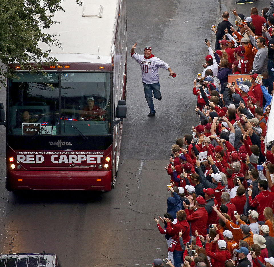 Photo - OU fans greet the team as they arrive before the Red River Showdown college football game between the University of Oklahoma Sooners (OU) and the University of Texas Longhorns (UT) at the Cottonbowl in Dallas on Saturday, Oct. 11, 2014. 