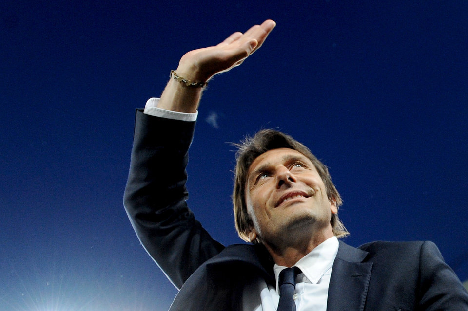 Photo - Juventus coach Antonio Conte waves to supporters prior to the start of a Serie A soccer match between Juventus and Atalanta at the Juventus stadium, in Turin, Italy, Monday, May 5, 2014. (AP Photo/Massimo Pinca)