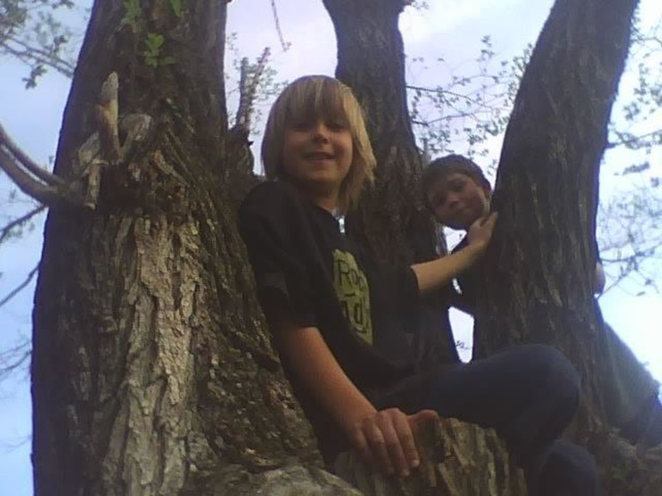 kash in tree ..with best friend joe<br/><b>Community Photo By:</b> tama<br/><b>Submitted By:</b> Tama, Midwest