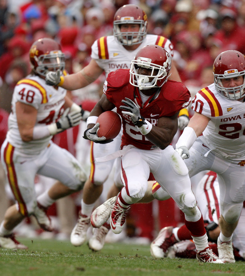 Photo - Oklahoma's Roy Finch (22) runs the ball during a college football game between the University of Oklahoma Sooners (OU) and the Iowa State University Cyclones (ISU) at Gaylord Family-Oklahoma Memorial Stadium in Norman, Okla., Saturday, Nov. 26, 2011. Photo by Bryan Terry, The Oklahoman