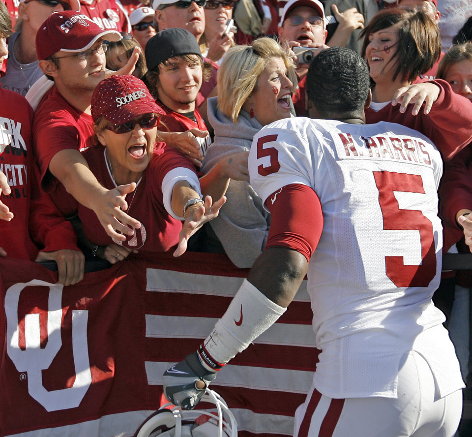 Photo - OU's Nic Harris (5) greets fans after the college football game between the University of Oklahoma (OU) Sooners and the Kansas State University (KSU) Wildcats at Bill Snyder Family Stadium in Manhattan, Kansas, Saturday, October 25, 2008. OU won, 58-35. BY NATE BILLINGS, THE OKLAHOMAN  ORG XMIT: KOD