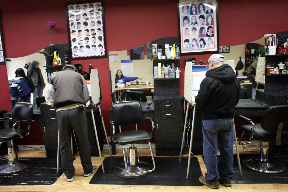 Photo -   Voters cast their ballots in Delias beauty salon turned polling place, on election day on the South Side of Chicago, Tuesday Nov. 6, 2012. (AP Photo/Jerome Delay)