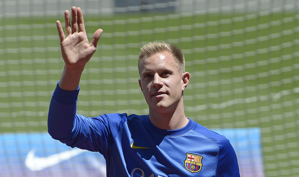 Photo - Marc-Andre Ter Stegen, from Germany, waves during his official presentation as new goalkeeper of FC Barcelona at the camp nou stadium in Barcelona, Spain, Thursday, May 22, 2014. (AP Photo/Manu Fernandez)