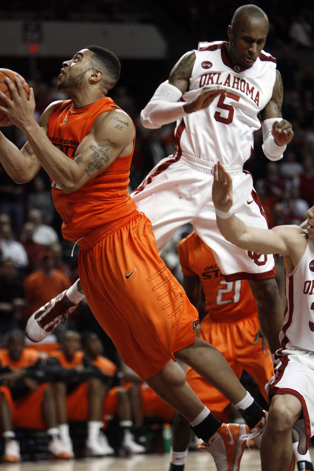Photo - Tony Crocker (5) tries to block a shot by Marshall Moses (33) during the second half of the college bedlam basketball game in which The University of Oklahoma Sooners (OU) defeated Oklahoma State University University Cowboys (OSU) 62-57 in overtime at the Lloyd Noble Center on Monday, Jan. 11, 2010, in Norman, Okla.