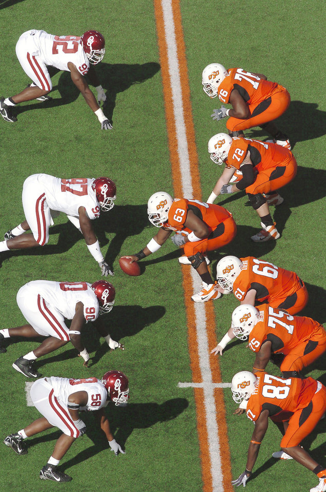 Photo - The spread offense has changed the way many teams' offensive lines operate in college football. Photo From The Oklahoman Archive