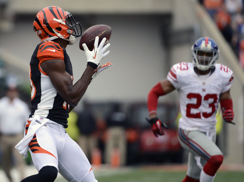 Photo -   Cincinnati Bengals wide receiver A.J. Green, left, catches a 56-yard touchdown pass against New York Giants cornerback Corey Webster (23) in the first half of an NFL football game on Sunday, Nov. 11, 2012, in Cincinnati. (AP Photo/Michael Keating)