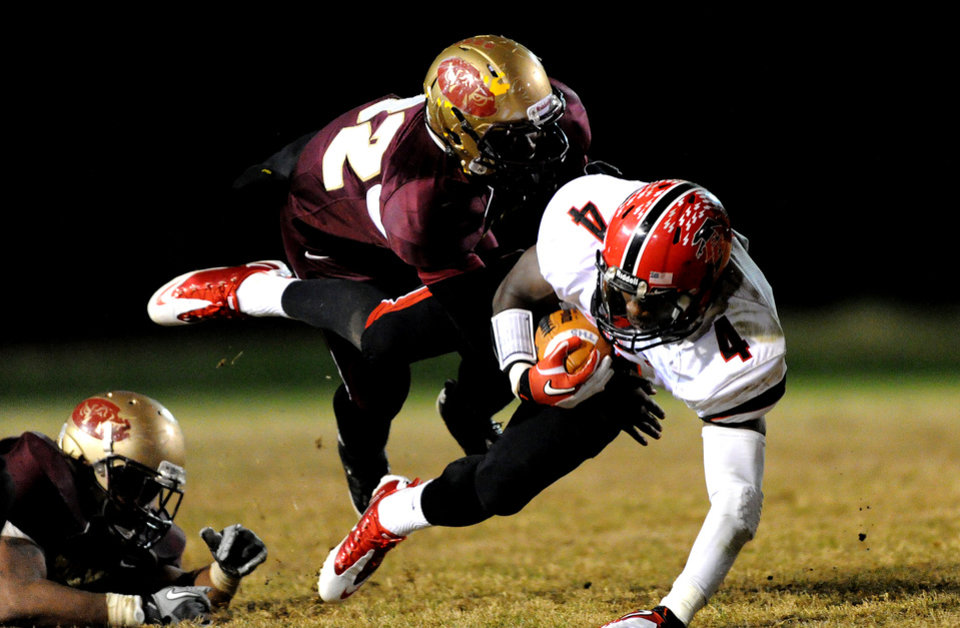 Photo - NATIONAL SIGNING DAY / SIGN / SIGNED / HIGH SCHOOL FOOTBALL: Oklahoma State University (OSU) signee C.J. Curry (4) is tackled during a Nov. 2011 game. PHOTO COURTESY ATLANTA JOURNAL-CONSTITUTION