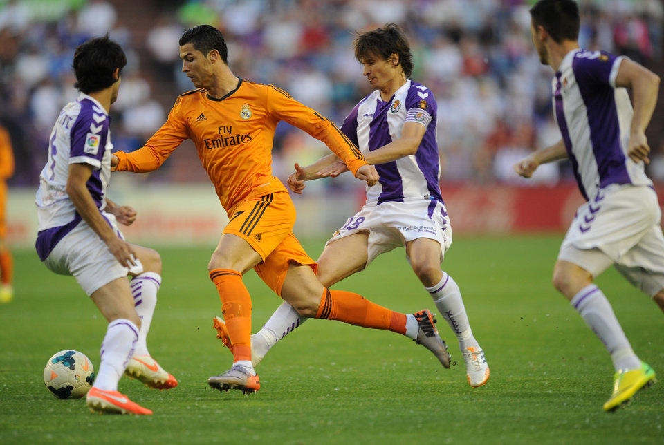 Photo - Real Madrid's Portuguese forward Cristiano Ronaldo andValladolid's Alvaro Rubio, right, challenge for the ball during a Spanish La Liga soccer match at the Jose Zorrilla stadium in Valladolid, Spain, Wednesday, May 7, 2014. (AP Photo/Israel L. Murillo)