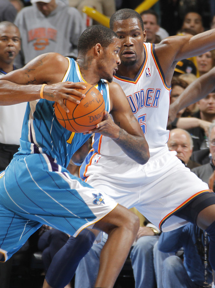 Photo - Oklahoma City Thunder small forward Kevin Durant (35) defends on New Orleans Hornets small forward Trevor Ariza (1) during the NBA basketball game between the Oklahoma City Thunder and the New Orleans Hornets at the Chesapeake Energy Arena on Wednesday, Jan. 25, 2012, in Oklahoma City, Okla. Photo by Chris Landsberger, The Oklahoman
