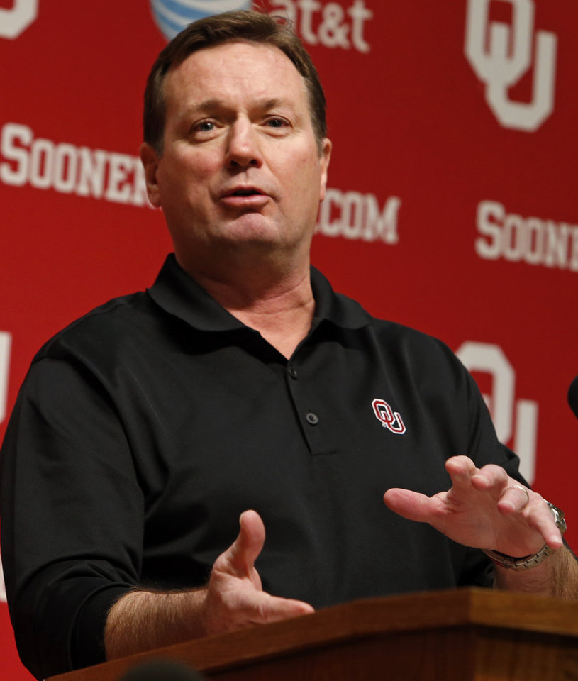 Photo - University of Oklahoma Sooners (OU) head football coach Bob Stoops talks about his 2014 recruiting class in the Adrian Peterson Room at Gaylord Family-Oklahoma Memorial Stadium in Norman, Okla., on Wednesday, Feb. 5, 2014. Photo by Steve Sisney, The Oklahoman