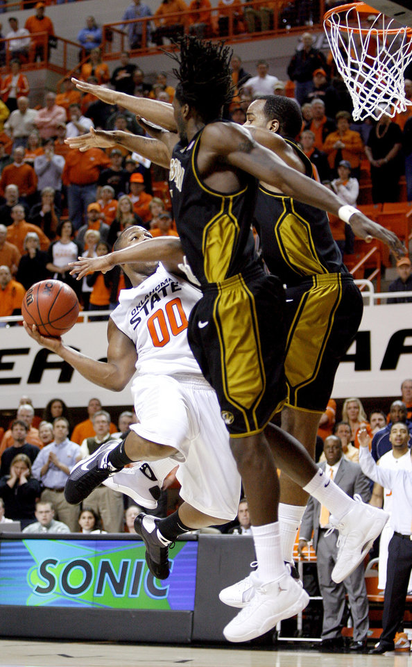 OSU\'s Byron Eaton tries to shoot the ball in front of Missouri\'s DeMarre Carroll, left, and Leo Lyons during the Big 12 college basketball game between Oklahoma State and Missouri at Gallagher-Iba Arena in Stillwater, Okla., Wednesday, Jan. 21, 2009. PHOTO BY BRYAN TERRY, THE OKLAHOMAN