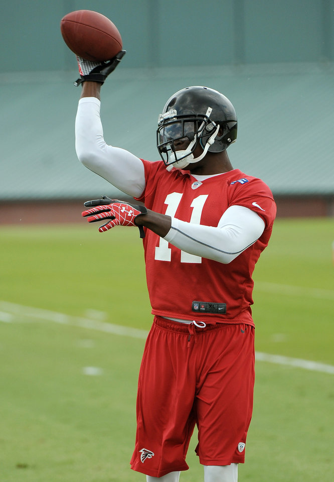Photo - Atlanta Falcons wide receiver Julio Jones throws after catching a pass during NFL football minicamp Tuesday, June 18, 2013, in Flowery Branch, Ga. (AP Photo/David Tulis)