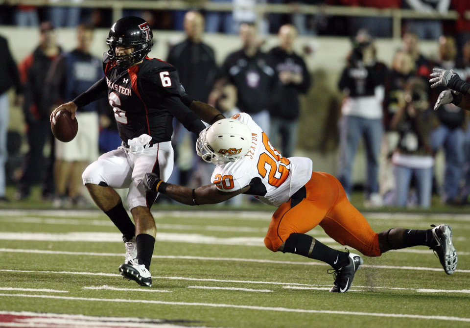 Photo - Andre Sexton hurries Graham Harrell but does not get a sack during the first half of the college football game between the Oklahoma State University Cowboys (OSU) and the Texas Tech Red Raiders at Jones AT&T Stadium on Saturday, Nov. 8, 2008, in Lubbock, Tex.By Steve Sisney/The Oklahoman