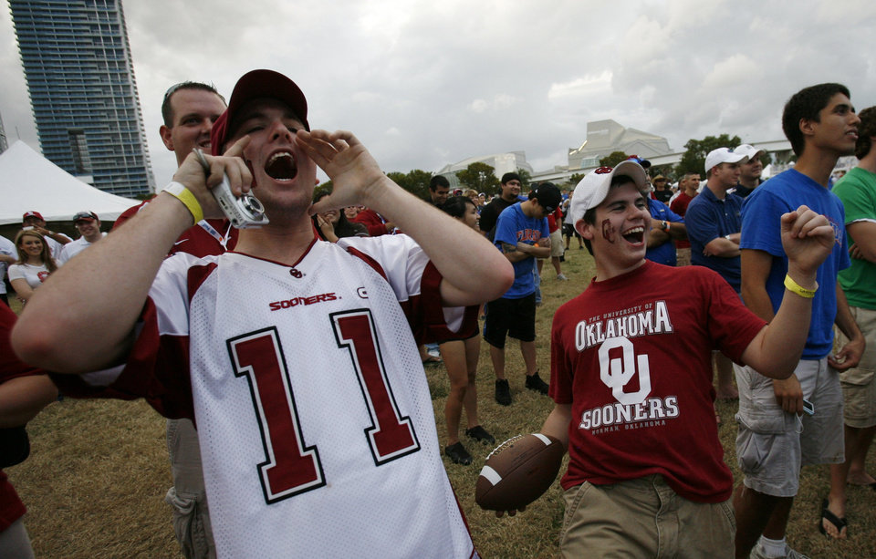 Photo - OU / COLLEGE FOOTBALL / BCS NATIONAL CHAMPIONSHIP GAME / BOWL GAME / BOWL CHAMPIONSHIP SERIES: University of Oklahoma fans Devon Newsom, left, of Norman, Okla., and Kyle Decocq, right, of Yukon, Okla,  cheer during a dance competition at Fanfest for the BCS Championship in Miami, Wednesday,  Jan. 7, 2009. Oklahoma and Florida meet in the BCS Championship NCAA college football game on Thursday, Jan. 8 in Miami.(AP Photo/ Lynne Sladky) ORG XMIT: FLLS104