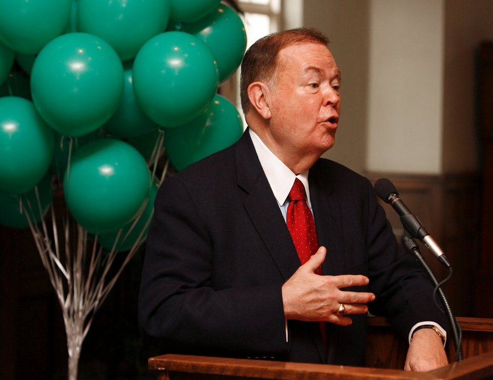 Photo - DAVID BOREN / OU: University of Oklahoma president David L. Boren announces that the Norman campus will purchase 100 percent of its electricity from wind power by 2013.   The announcement was made at Oklahoma Memorial Union in Norman, Oklahoma on Wednesday, Sept. 10, 2008.   BY STEVE SISNEY, THE OKLAHOMAN    ORG XMIT: KOD